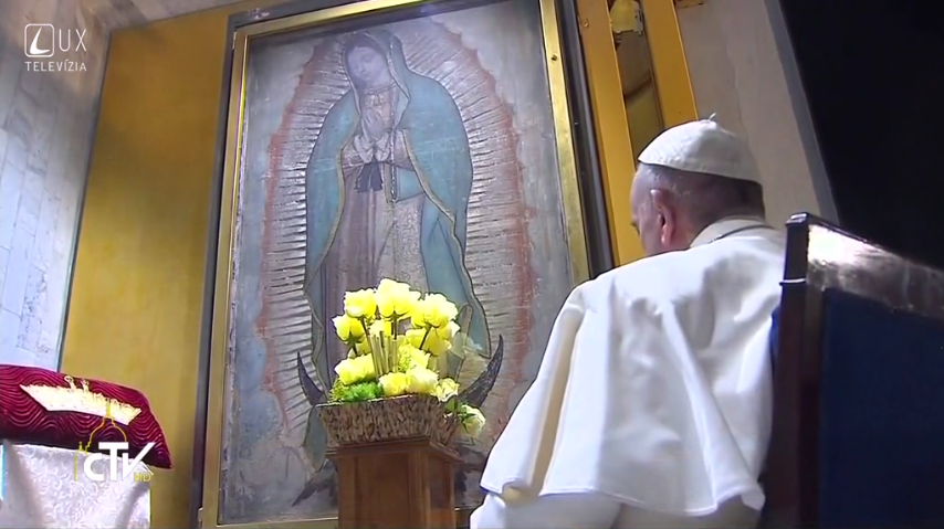 Modlitba pred obrazom Panny Márie Guadalupskej