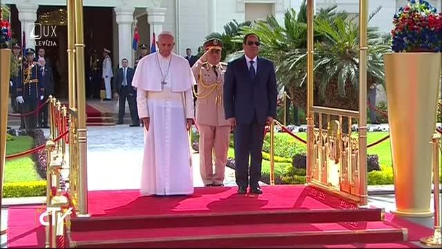 PÁPEŽ FRANTIŠEK V EGYPTE: PRÍVÍTANIE